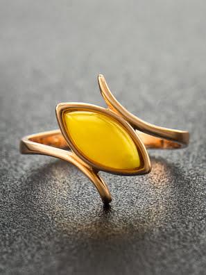 Nhẫn trang sức Amber Jewelry bạc 22K đính đá hổ phách thiên nhiên màu xanh lá (Adagio 16) phủ vàng - 710006092